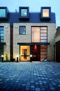 36 Trendy Contemporary Townhouse Design Ideas That Make Your Place Look Cool Townhouse Interior, Townhouse Designs, Residential Architecture, Contemporary Architecture, Architecture Design, Yellow Brick Houses, Alcacer Do Sal, Mews House, House Elevation