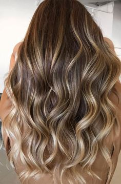 49+ Best Winter Hair Colours To Try In 2020 : Honey Blonde Highlights