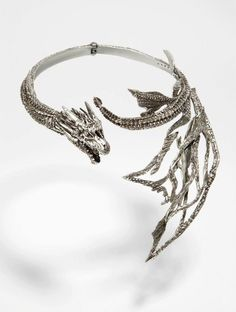 Daenerys Targaryen necklaces by Yunus & Eliza with costume designer Michelle Clapton