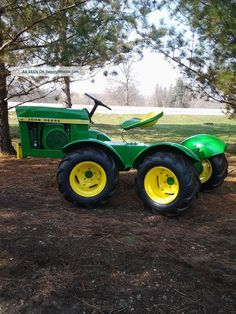 John Deere 110 Round Fender Articulated Garden Tractor - Custom Built Photos and info - TwentyWheels John Deere Garden Tractors, Jd Tractors, Small Tractors, Antique Tractors, Vintage Tractors, 4x4, Garden Tractor Pulling, Homemade Tractor, John Deere Equipment