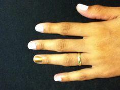 unhas brancas com dourado