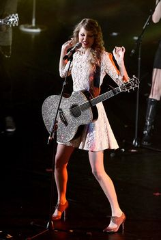 You gotta love her. OOOH HOW MUCH I LOVE HER GUITARS AND THE WAY SHE  DRESSES UP!! ♥_♥