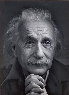 photos by Yousuf Karsh Albert Einstein Albert Einstein (* März 1879 à Ulm; † avril 1955 à Princeton, New Jersey) Photo Yousuf Karsh Celebrities Black And White Portraits, Black And White Photography, Speed Art Museum, Yousuf Karsh, Robert Mapplethorpe, E Mc2, Celebrity Portraits, Famous Portraits, Male Portraits