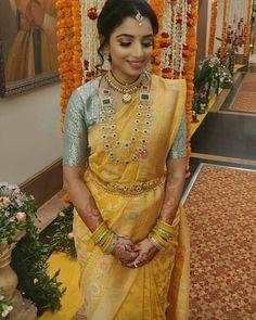 Half Saree Lehenga, Sarees, Indian Gowns Dresses, Gold Designs, Bridal Jewellery, Saree Wedding, Unique Colors, Indian Bridal, Indian Wear