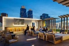 15 NYC Apartment Buildings With Awesome Outdoor Spaces - Curbed NY Rooftop Restaurant, Rooftop Terrace, Luxury Apartments, Rental Apartments, Dog Spa, Rooftop Design, Best Rooftop Bars, Roof Deck, Villa