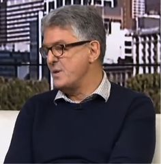 David Marr, journalist, writer, no Twitter account but key influence on Twitter http://www.youtube.com/watch?v=IcTy32NTDOY&feature=youtu.be https://twitter.com/search?q=david%20marr&src=sprv