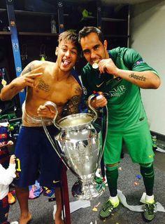 Neymar  Claudio Bravo Soccer Stars, Football Soccer, Hjk Helsinki, Claudio Bravo, Neymar Pic, Uefa Champions, Psg, Kobe Bryant, Messi