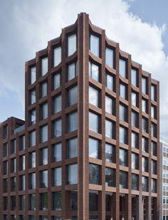 Lübecker Backsteingitter - Bürogebäude von Max Dudler