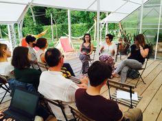 """Inizia """"Farsi il Mazzo"""". Aprono la prima tavola rotonda le ragazze di SocialLab_bo, Elena Letizia e Elena."""