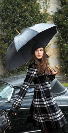 Update your look with Lauren Ralph Lauren classics in sleek shades of black white and grey. This warm coat is crafted from an ultra-soft wool blend and features a preppy plaid pattern with a classic double-breasted silhouette Plaid Outfits, Winter Outfits, Ralph Lauren, Look Fashion, Womens Fashion, Feminine Fashion, Under My Umbrella, Tartan Plaid, Plaid Coat
