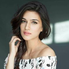 Stunning actress Kriti Sanon turns 26 today and on her special day entire Bollywood is pouring their wishes on the lovely actress and we too wish her a very blasting birthday and a wonderful year ahead. Indian Celebrities, Famous Celebrities, Bollywood Celebrities, Celebs, Beautiful Bollywood Actress, Beautiful Indian Actress, Beautiful Actresses, Beautiful Models, Simply Beautiful