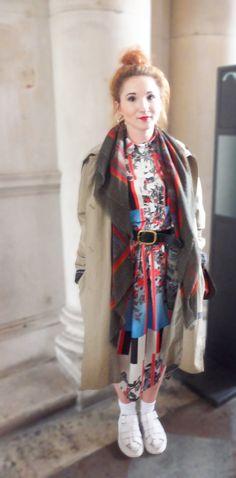 Oriental layering #scarf #pattern #shoes #coat #bun #orange #pink #belt #trenchcoat #london #fashionweek #lipstick