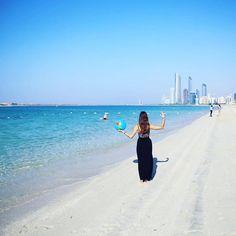 Am Corniche Beach in Abu Dhabi [sunday blues at corniche beach]  #crystalblue #sea #lifeisbetteratthebeach #skyscrapers #corniche #hugebuildings #abudhabi #unitedarabemirates #collectmomentsnotthings #maraerobertdiewelt #PDL #bestjob #maraontour #neverendingholiday #maracujacuja #traveler #praktikumdeineslebens #urlaubsguru #travelaroundtheworld #holidayguru #travelbug #guruontour #alwaysontherun #itchyfeet by urlaubsguru
