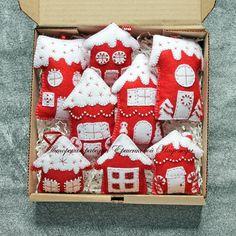 Gingerbread Christmas Decor, Felt Christmas Decorations, Felt Christmas Ornaments, Christmas Mood, Felt Crafts Kids, Christmas Crafts, Christmas Sewing, Homemade Christmas Gifts, Holidays
