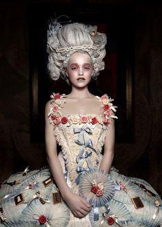 53 New Ideas Fashion Photography Vogue Marie Antoinette Look Fashion, Diy Fashion, Fashion Design, Mode Baroque, Marie Antoinette Costume, Rococo Fashion, Photo Portrait, Rococo Style, Costume Design
