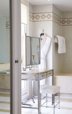 ECLECchic: HOTEL LANCASTER PARIS Perfect vanity, perfect light.