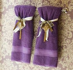How to Display Bath Towels [Slideshow] Simple but cute Bathroom Towel Storage, Bathroom Towels, Kid Friendly Bathroom Design, Baby Bathroom, Bathroom Ideas, Purple Bathrooms, Spa Bathrooms, Towel Display, Bath
