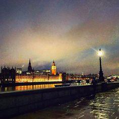 Instagram【mk2018jlee】さんの写真をピンしています。 《01.09.17 From the other side of the Palace of Westminster ヨーロッパってすぐ暗くなっちゃうんですけどロンドンはなんか余計に早く日が落ちる気がします…  #travel #travelgram #europe #scenery #landscape #background #photography #amazing #風景 #風景写真 #写真 #旅行 #旅 #すごい #綺麗 #絶景 #여행 #여행스타그램 #followme #フォロー #写真好きな人と繋がりたい #beautiful  #写真撮ってる人と繋がりたい #あかり #夜景 #night #야경 #綺麗 #london #ロンドン》