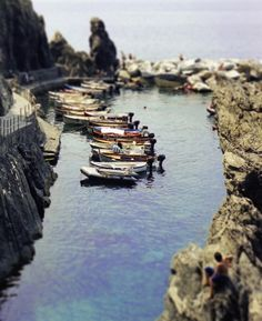 Boats in Manarola, Cinque Terre. Image by Jeff Curto. Oh The Places You'll Go, Places To Visit, Culture Of Italy, San Francisco Girls, Cinque Terre Italy, Wish You Are Here, Outdoor Camping, Travel Pictures, Travel Destinations