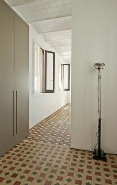 Colore a Barcellona- Spazio lavanderia: la lavatrice e l'asciugatrice sono installate nell'armadio