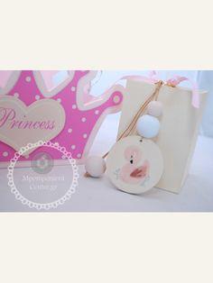Κέρασμα γέννας για κορίτσι μπρελόκ κύκνος με χάντρες σε ροζ - λευκό Baby Boom, Place Cards, Place Card Holders, Christmas Ornaments, Holiday Decor, Party, Swan, Swans, Christmas Jewelry
