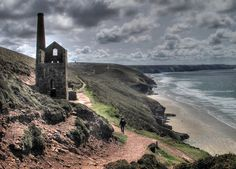 Towanroath Engine House on the Cornwall Coast Path.