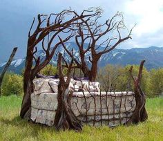 Tree bed furniture via Carol's Country Sunshine on Facebook