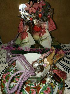 Dettagli vetrina #sabinanosmokingsibijou orecchini #unicisabinanosmokingsibijou colore pizzi e fantasia
