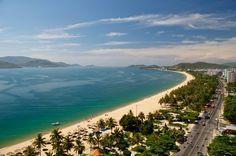 Du lịch Nha Trang từ xưa đến nay đã nổi tiếng với nhiều điểm tham quan du lịch thú vị như các đảo có nhiều bãi biển đẹp, thơ mộng, hoang sơ, khu tháp chàm cổ kính, nhiều hải sản tươi ngon. Nay chúng tôi xin nhắc lại 10 địa điểm du lịch nổi tiếng ở Nha Trang không thể bỏ qua trong chuyến du lịch hè 2015 này.