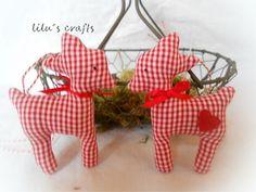 2 süsses kleine Rehlein  rot/weiß  Süsses Rehlein für eure Advents und Weihnachtsdeko mit schöner Satinschleife und Herzchen...