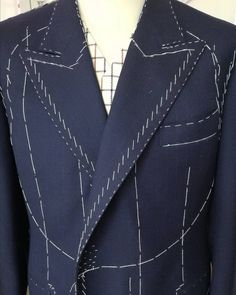 No photo description available. Blazer Pattern, Suit Pattern, Pants Pattern, Tailored Fashion, Mens Fashion Suits, Bespoke Suit, Bespoke Tailoring, Fashion Sewing, Knit Fashion