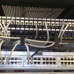 Instalación de armario rack y centralita Alcatel