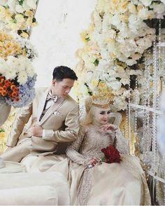 Muslimah Wedding, Wedding Hijab, Foto Wedding, Wedding Photos, Wedding Ideas, Cute Muslim Couples, Muslim Wedding Dresses, Wedding Photo Inspiration, Wedding Goals