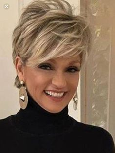 Love this short hair cut – Aimer cette coupe de cheveux courts – Messy Short Hair, Short Hairstyles For Thick Hair, Haircut For Thick Hair, Short Pixie Haircuts, Short Hair Over 50, Hair Cuts For Over 50, Hairstyles For Over 50, Layered Hairstyles, Black Hairstyles