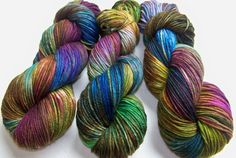 This listing is for one 100g/220yd skein of yarn in the colorway shown in photos and described below. Every skein blends the colours a