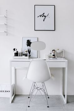 8 Vanities For The Minimalist Beauty Junkie (The Edit) Schlichter Schmintisch<br> These vanities scream sleek, Scandinavian style. If you're into the minimal vibe, look no further for the ultimate makeup storage goals. Image via Nordic Days Minimalist Beauty, Minimalist Home Decor, Minimalist Bedroom, Minimalist Makeup, Home Office Design, Home Office Decor, Office Ideas, Office Designs, Bedroom Dressing Table
