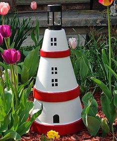 Lighthouse made from terra cotta pots. Very easy project for adults and kids too. Three terra cotta pots, paint and a solar light. Before you buy the pots, fit them together in the store to make sur Painted Clay Pots, Painted Flower Pots, Clay Pot Crafts, Diy Clay, Wood Crafts, Clay Pot Lighthouse, Lighthouse Gifts, Outdoor House Paint, Bird Fountain
