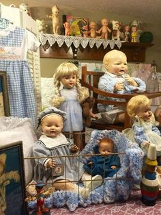 Vintage dolls and accessories in doll room Big Baby Dolls, Best Baby Doll, Victorian Dolls, Antique Dolls, Vintage Dolls, Dollhouse Dolls, Miniature Dolls, Vintage Nursery Decor, Realistic Baby Dolls