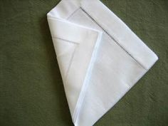 How to fold a napkin into a cone. Simple, elegant and will make your meal special Napkin Folding, Communion, Bobs, Diy And Crafts, Napkins, Make It Yourself, How To Make, Style, Towels