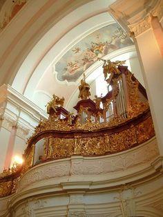 Zirc - Ciszterci Apátság Chandelier, Ceiling Lights, Lighting, Hungary, Beautiful, Home Decor, Candelabra, Decoration Home, Room Decor