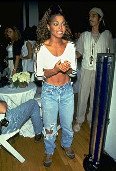 Janet Jackson via Getting lit to that's the way love goes. Janet Jackson 90s, Michael Jackson, Jo Jackson, Jackson Family, Janet Jackson Costume, 2000s Fashion, Hip Hop Fashion, Black 90s Fashion, Jeans Fashion