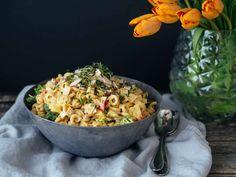 Maukas ja ruokaisa kanapastasalaatti & arvonta - At Maria's Kung Pao Chicken, Pasta Salad, Potato Salad, Grains, Salads, Curry, Rice, Potatoes, Ethnic Recipes