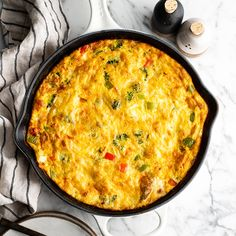 This easy Frittata Recipe is a quick & healthy dinner, breakfast or brunch! Learn how to make either a vegetable frittata or a frittata with bacon (Video)! Best Frittata Recipe, Frittata Recipes, Healthy Breakfast Recipes, Healthy Recipes, Bacon Recipes, Pasta Recipes, Vegetarian Breakfast, Healthy Breakfasts, Vegetarian