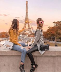 Tag your bestie 💕 We will always have Paris ✨ I could go back to this city and never get tired of it 💗 what's your favourite city? Best Friends Shoot, Best Friend Poses, Best Friend Pictures, Bff Pictures, Friend Photos, Eiffel Tower Photography, Paris Photography, Photography Ideas, Paris Pictures