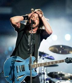 Dave Grohl, he's my hero. Music Love, Rock Music, Great Bands, Cool Bands, Chris Shiflett, There Goes My Hero, Foo Fighters Dave Grohl, Taylor Hawkins, Ex Husbands