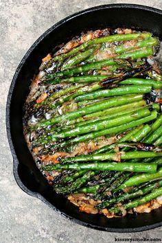 Espárragos a la parrilla en mantequilla dorada y chalotes | 21 Deliciosas maneras de comer espárragos