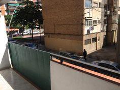 Piso en venta en #Barcelona #Sant Martí #La Verneda    Piso muy luminoso en muy buen estado para entrar a vivir. Interior tabiques. Dispone de 3 habitaciones (una doble y dos individuales), salón de 15m2, un baño con bañera y cocina con vitro. Orientación norte. Balcón de 3m2. Ascensor. Suelos de parquet. Cerca de todo tipo de servicios: colegios, farmacias, guarderías, centro sanitario, supermercados, centros deportivos. Junto a transportes públicos.     SEPFINQUES | info@sepfinques.com | M…
