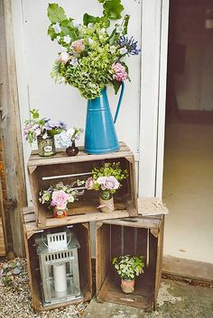 One of the budget-friendly element of country wedding is wooden crates. In our guide of wooden crates wedding ideas, we gathered the most pinned picture Chic Wedding, Wedding Blog, Summer Wedding, Our Wedding, Wedding Dress, Ikea Wedding, Wedding Vintage, Wedding Table, Rustic Barn