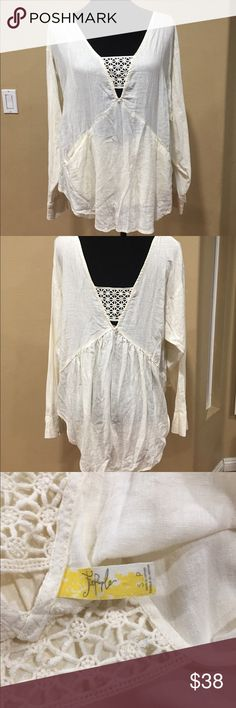 """Free People Boho Ivory Linen Blend Tunic Blouse Name Brand: Free People Boho Ivory Linen Blend  Tunic Blouse Size S/P  Condition: Pre-loved good condition  Size: S  Color:  Ivory  Style: Tunic Blouse  Material:  Linen Blend Always check the measurements, label sizes are not consistent.  length: 26"""" (from Shoulder to longest part of hem) Free People Tops Tunics"""
