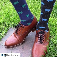 #Repost @bordeaumx Calcetines con Logo Bordeau®. Adquiérelos en nuestra tienda ##BrilaModa #trulytrendylifestyle #mexicotrendy #hechoenmexico #modamexicana #tiendaonline #compramodanacional #Boys #Men #Swag #Gentleman #Style #Stylish #Class #People #Socks #Suit #Tie #Bowtie #Shoes #Fashion #MensFashion #Bespoke #Luxury #MadeinMexico #Mexico #Elegance